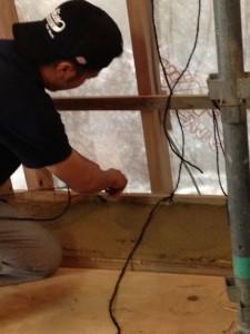 ベイルを積む前に、1センチほど土を塗ります。